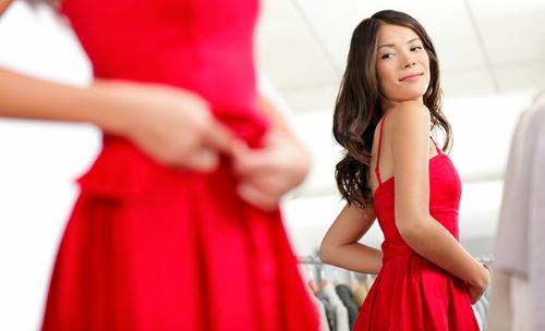 красное платье взгляд сзади
