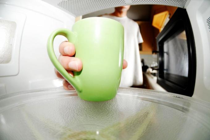 Эффективный способ очистки микроволновой печи