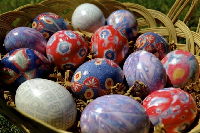 7 способов покрасить яйца на Пасху