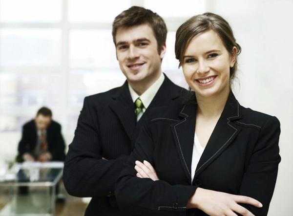 Иногда умение говорить красивые комплименты помогает наладить контакт с коллегами