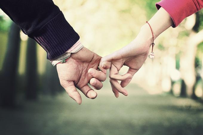 Как узнать, любит ли тебя парень