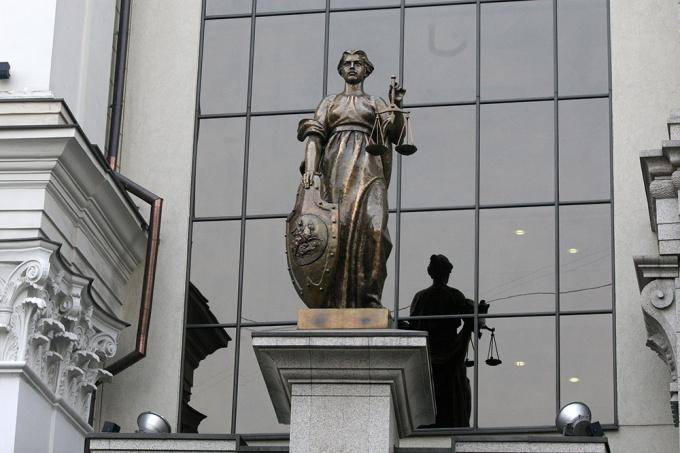 У здания Верховного суда РФ