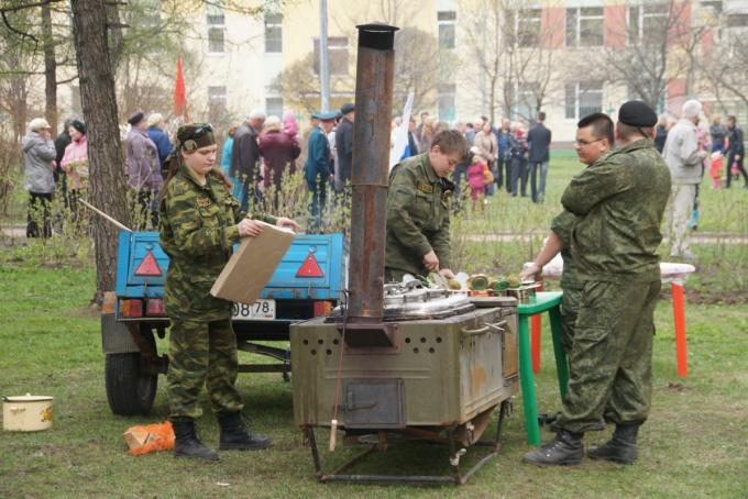 За солдатской кашей необязательно спешить к полевой кухне
