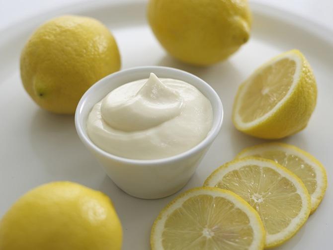 Для приготовления майонеза можно использовать лимонный сок