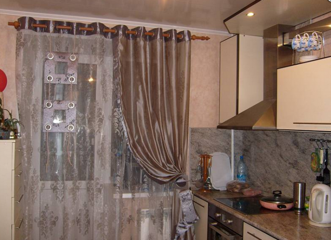 Какими шторами отличнее украсить кухню