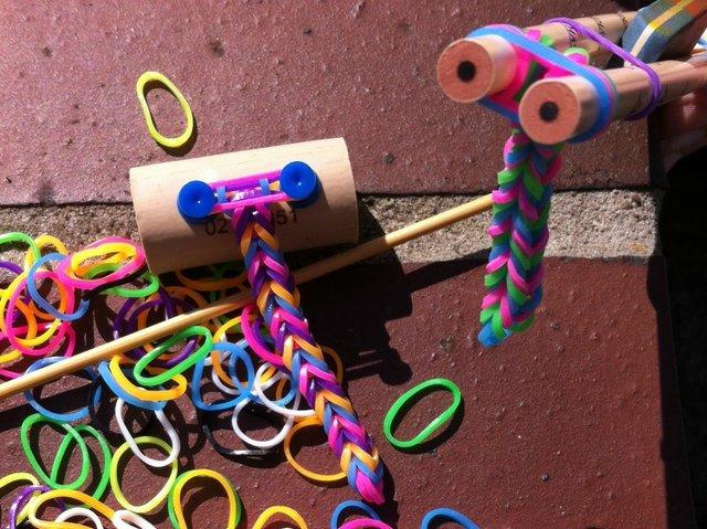 Как сделать браслет из резинок на рогатке фото 427