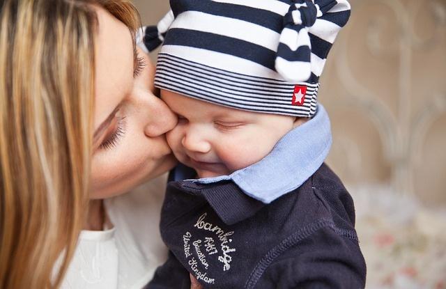 9 способов поднять себе настроение сидя дома с ребенком
