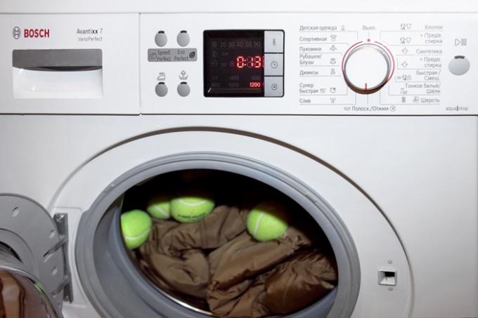 Как постирать пуховик в домашних условиях