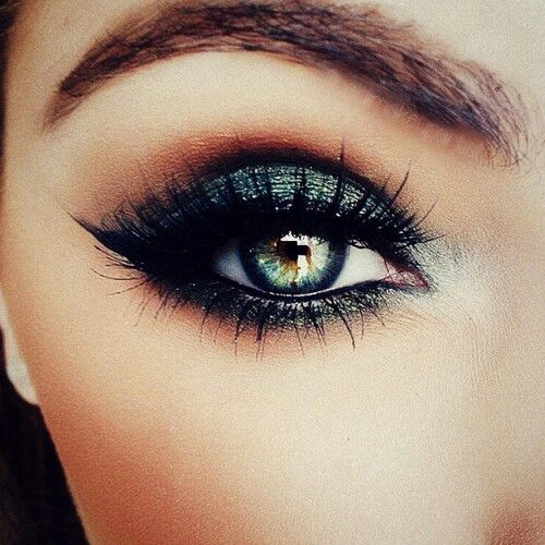 Effective make-up for green eyes