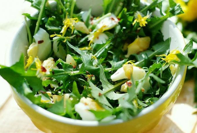 Первая зелень содержит много витаминов