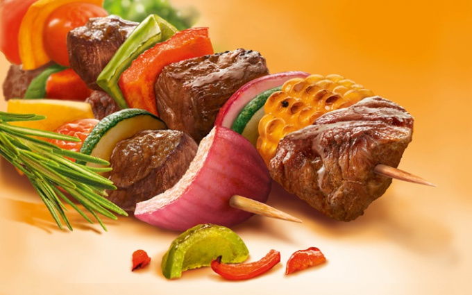 For a tasty barbeque on the grill requires three components - directly to the meat, marinade and a good mood