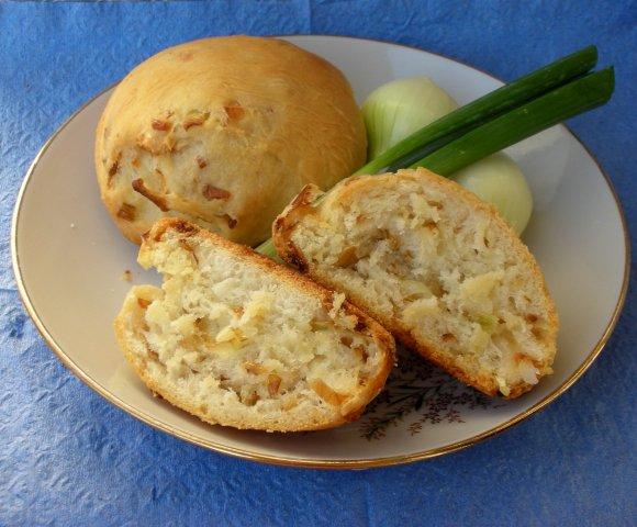 Как приготовить вкусные луковые булочки из готового теста