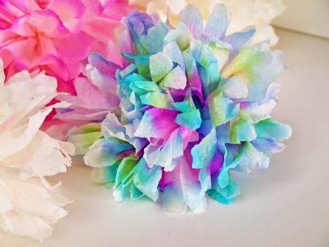 Цветы-помпоны из салфеток
