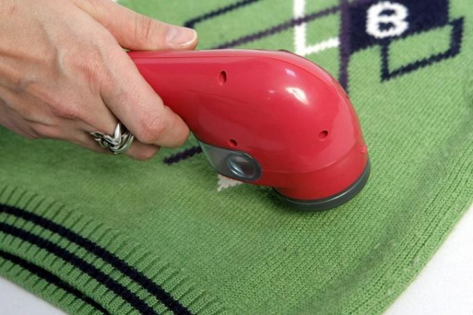 Как убрать катышки с трикотажной одежды