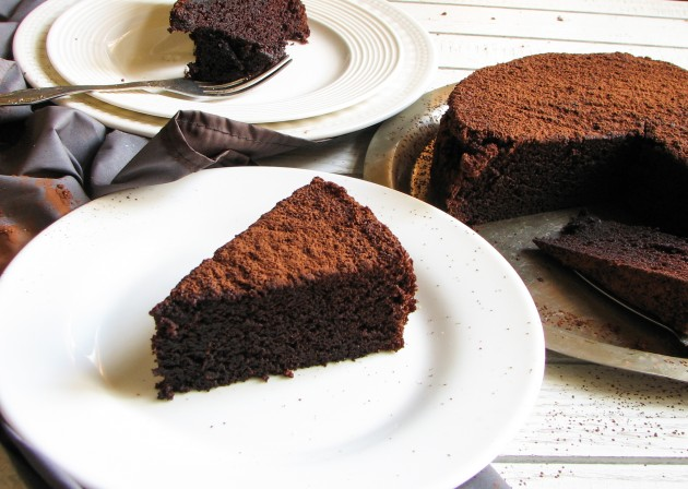 Шоколадный пирог, приготовленный всего в одной посуде