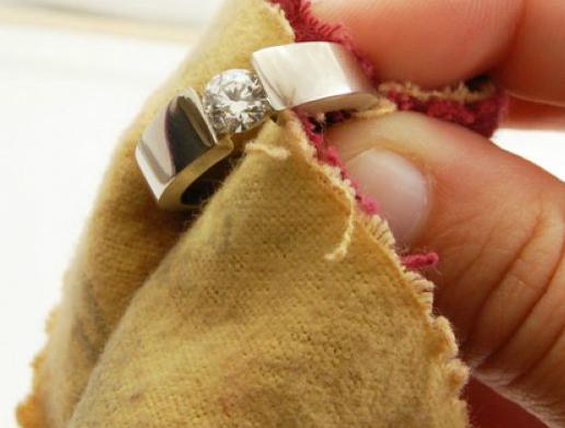 Как почистить серебряные изделия