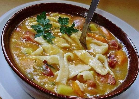 Домашний фасолевый суп с лапшой