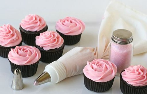 How to make cream cupcakes: recipe cheese, oil and protein cream