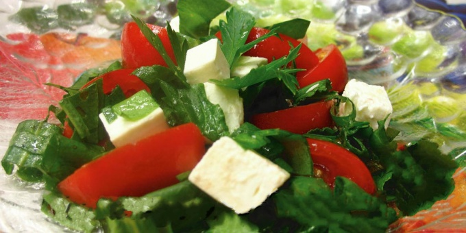 Салат из щавеля и помидор