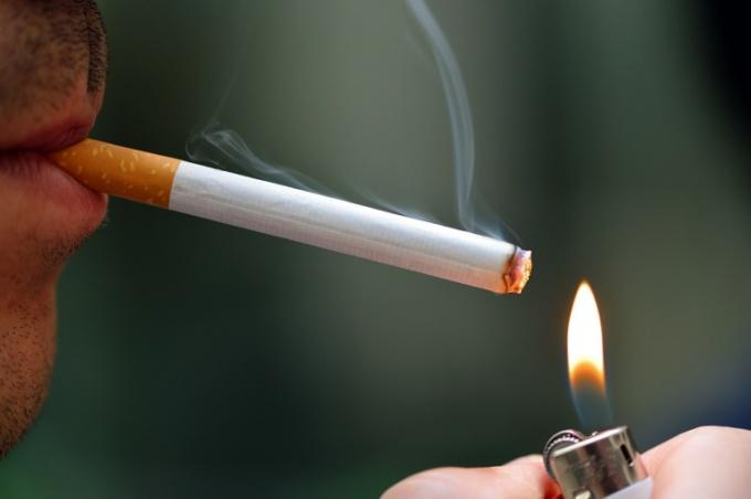 Бросить курить в курящем коллективе непросто, но возможно