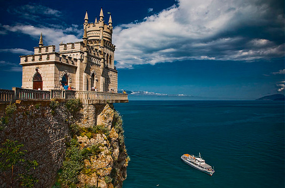 How cheap to rest in the Crimea: the top 5 best places