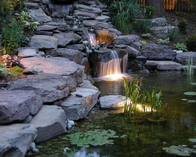подсветка садового водоема