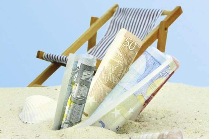 How to save money on vacation and to control the expenses during the trip