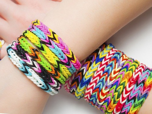 How to weave different bracelets out of rubber bands