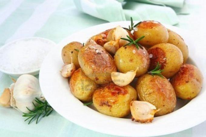 Картофель с селёдочным салатом