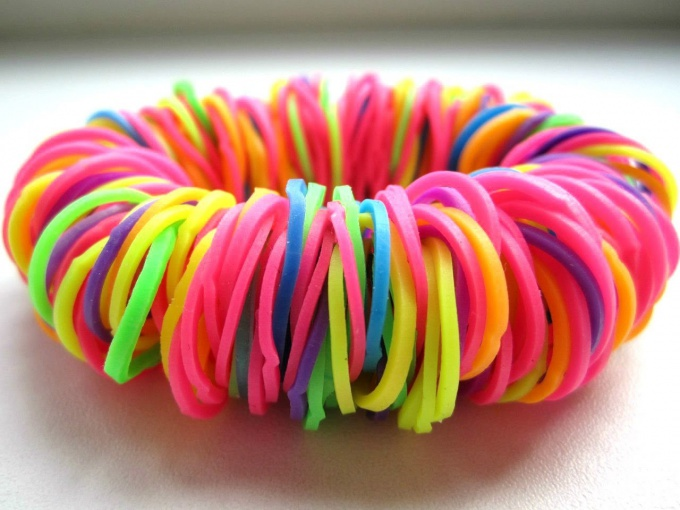 "How to weave a bracelet out of rubber bands ""lazy"""
