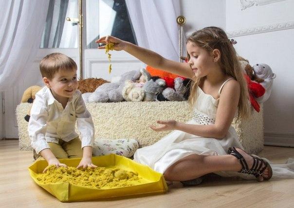 Как занять ребенка дома: космический песок