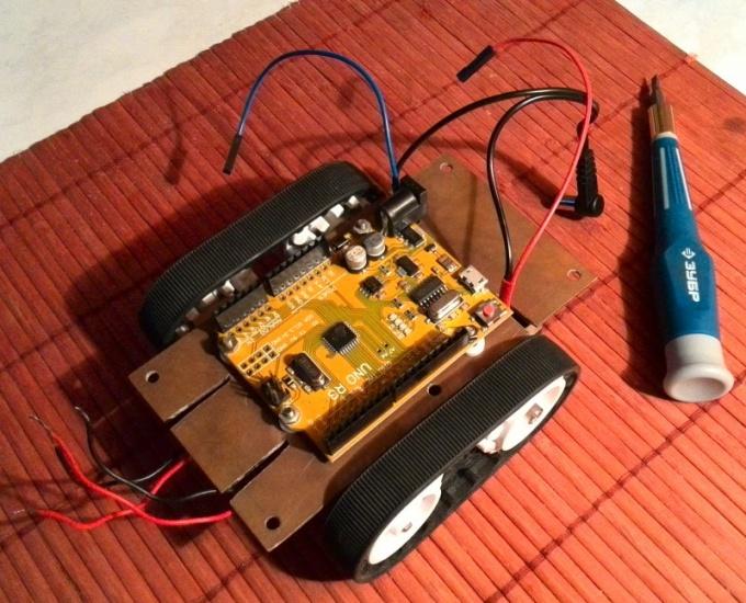 Устанавливаем Arduino на гусеничные шасси