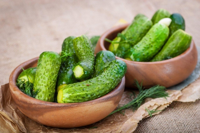 How to make salted cucumbers in the package