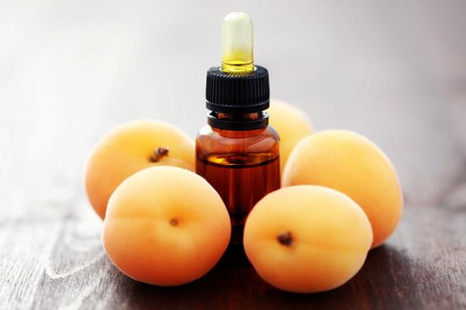 Ухаживаем за волосами: абрикосовое масло