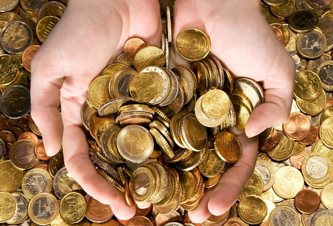 Как правильно ставить ударение в слове «деньгами»