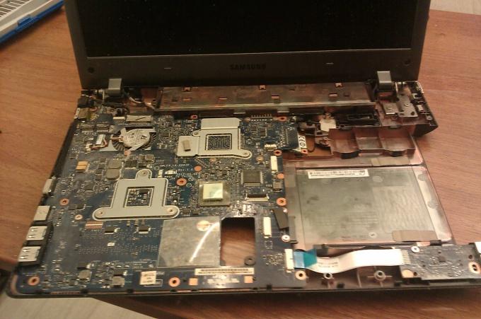 Разбираем ноутбук Samsung NP355V4C