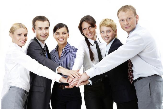 сплотить рабочий коллектив