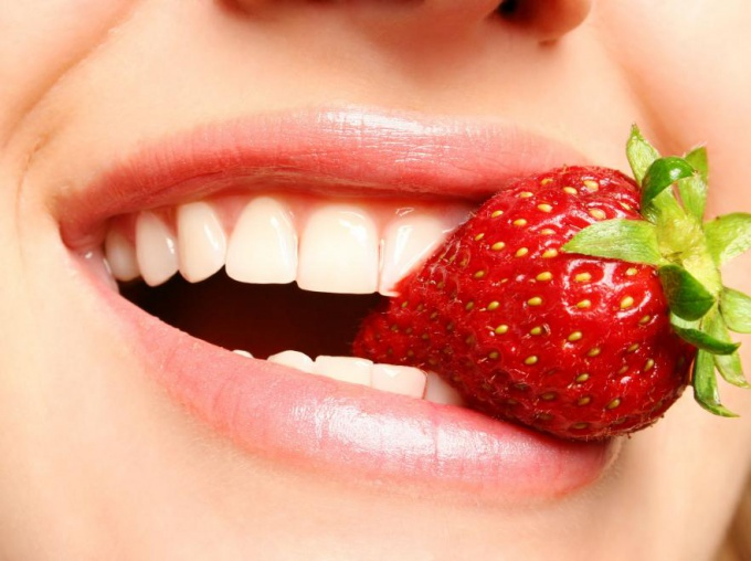 5 simple and cheap ways to whiten your teeth