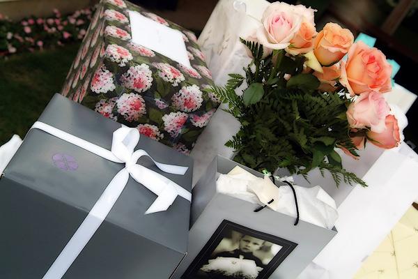 Что оригинальное подарить на свадьбу молодоженам
