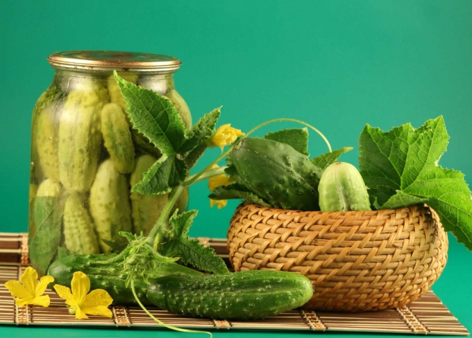 Learn how to pickle cucumbers for the winter in banks