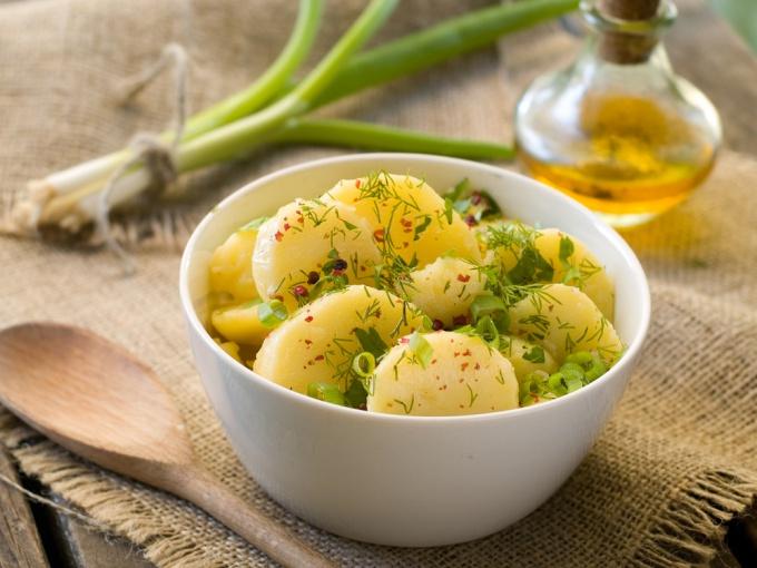 Как правильно приготовить салаты из картофеля