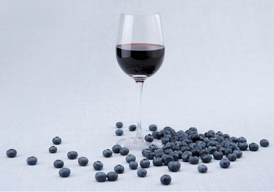 Делаем домашнее вино из черники
