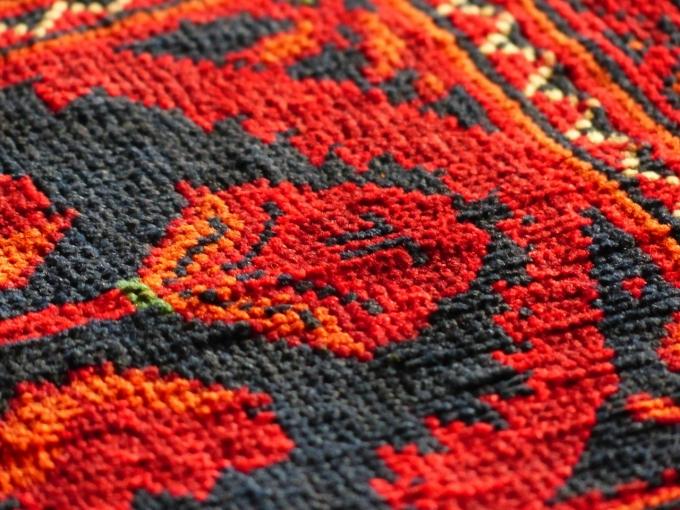 Жирное пятно на ковре