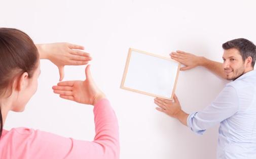 Как быстро повесить картину