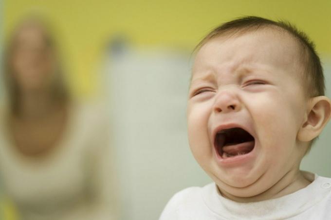 Почему ребёнок плачет по ночам?