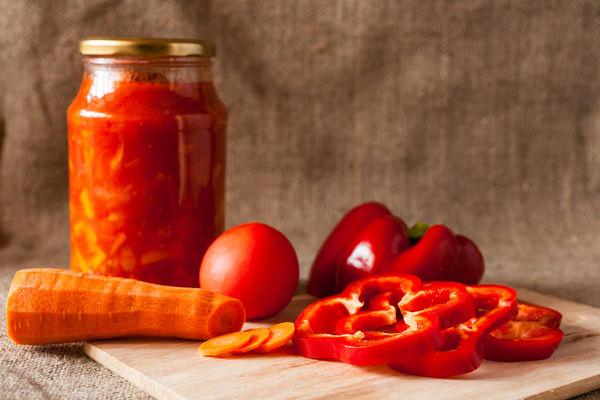 lecho iz perca i pomidorov