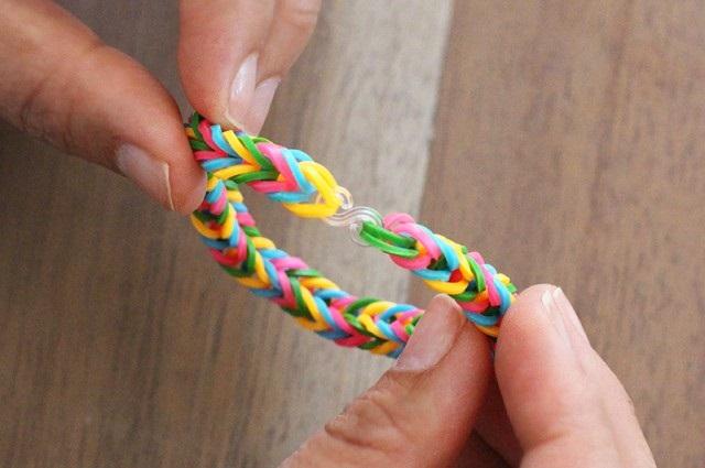 как плети браслеты из резинок 8