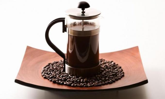 Как приготовить чай и кофе с помощью френч-пресса