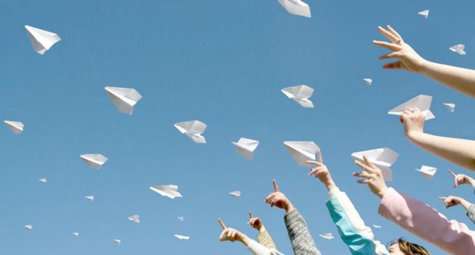 Как сделать из бумаги самолет, который летает