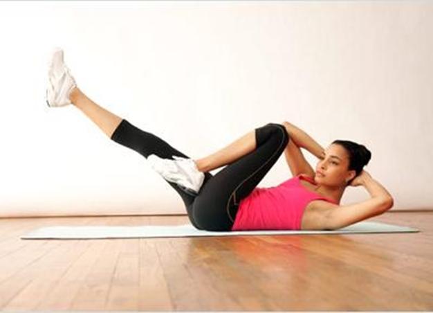 Это упражнение также отлично прорабатывает мышцы живота
